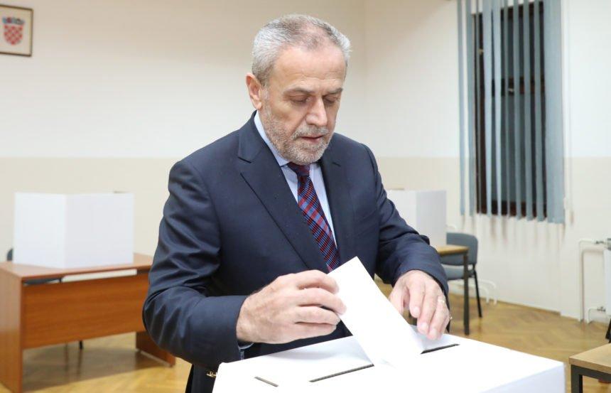 Otvorena biračka mjesta: Dario Juričan ponovno pretekao ranoranioca Milana Bandića