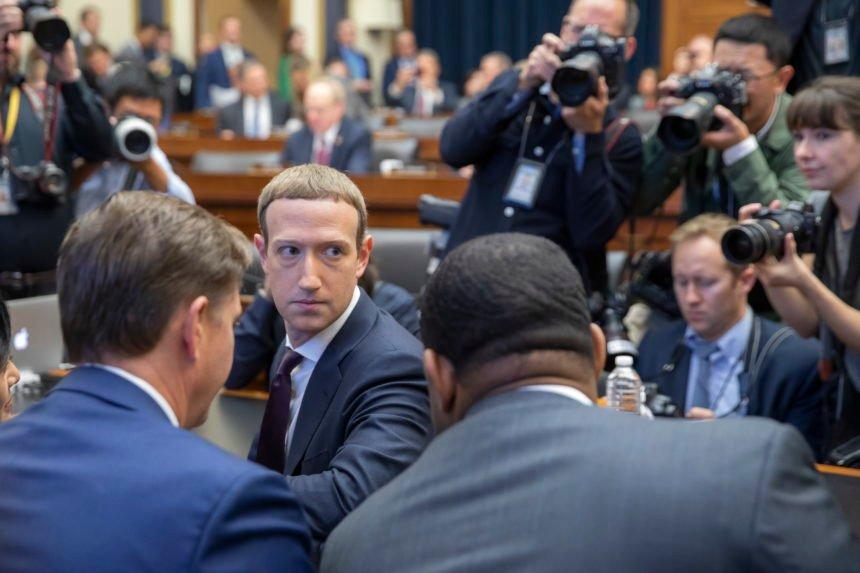 Poznati glumac optužuje šefa Facebooka: Mark Zuckerberg više cijeni novac nego istinu