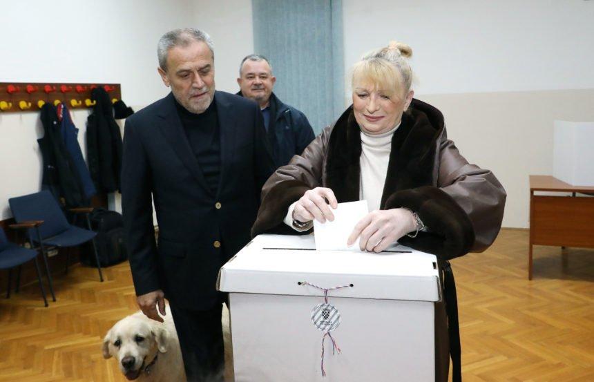 Gužve na biralištima u Mostaru: Bandić ovaj put preduhitrio Juričana