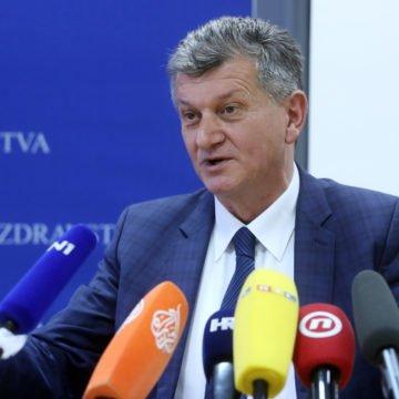 Ministar Kujundžić pred novinarima: Osuđujem napad na novinarku. Izrečene su mnoge laži, a sve ovo doživljavam kao linč