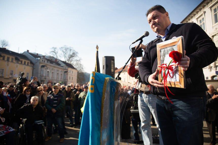 Psihijatar Herman Vukušić na prosvjedu protiv Beljaka: Želi zaustaviti građanski rat. Govorio je i bivši udbaš Kekić