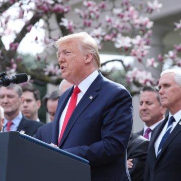 """Sebični Donald Trump u """"ratu"""" s Njemačkom zbog cjepiva protiv koronavirusa: Samo ga zanimaju Amerikanci"""