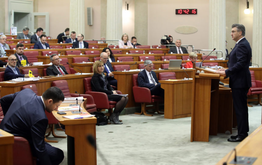 Plenković pod paljbom oporbe: Mjere za spas gospodarstva nisu dovoljne
