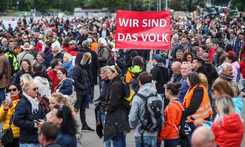 """Nijemci ustali protiv """"korona diktature"""": Ugrožena su nam temeljna građanska prava"""