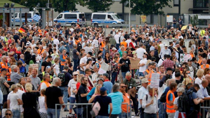 """Nijemci ustali protiv """"korona diktature"""": Najviše nezadovoljnika prosvjedovalo u Stuttgartu"""