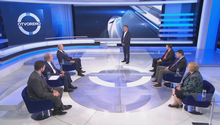 Gužva u Otvorenom: Kako Branko Bačić zna da će epidemiološka situacija biti dobra u srpnju, a neće u rujnu?