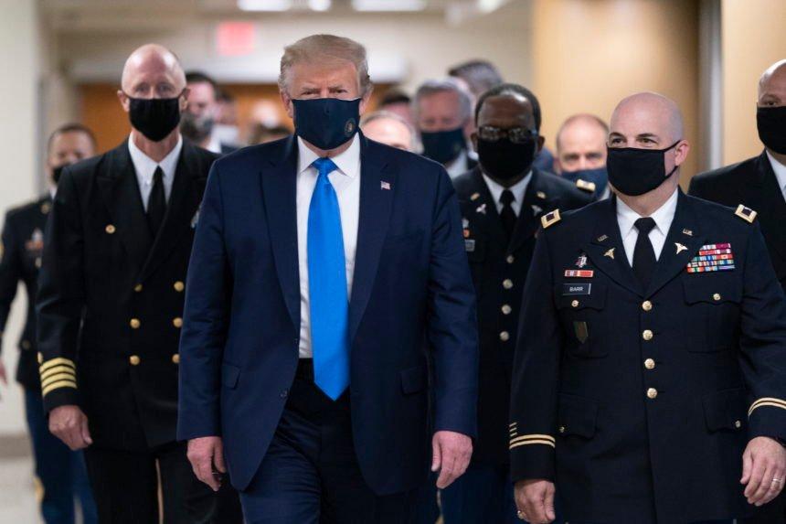 I Trump se pojavio s maskom na licu: Evo zašto je to učinio
