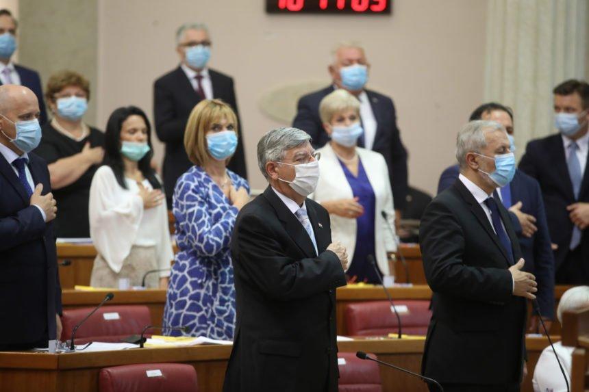 Lakrdija s maskama u Saboru: Jandroković nije znao odgovor na pitanje koje mu je postavila zastupnica Vidović Krišto