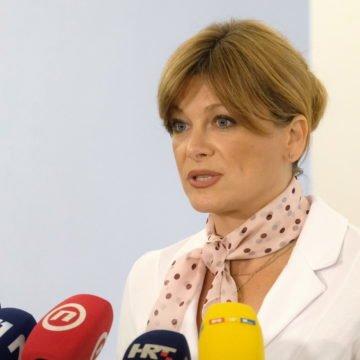 VIDEO: Prešućeni govor Karoline Vidović Krišto: Skandalozni sudac Turudić bježi od policije u autu od 150 000 eura