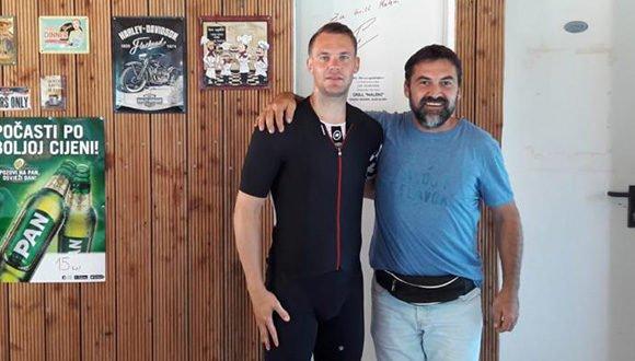 Što slavni golman Manuel Neuer radi u zaleđu Omiša: Platio 'turu' pića, podijelio autograme i fotografirao se s ljudima