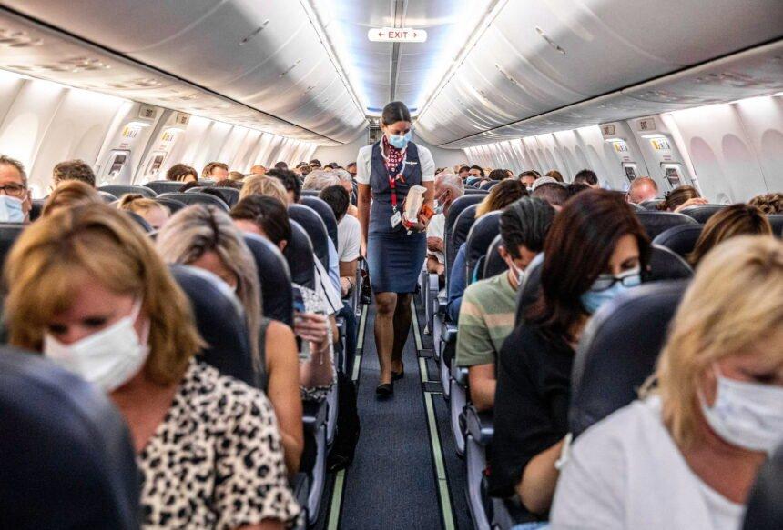 Dvogodišnja djevojčica nije imala masku: Majku s njenih šestero djece izbacili iz aviona