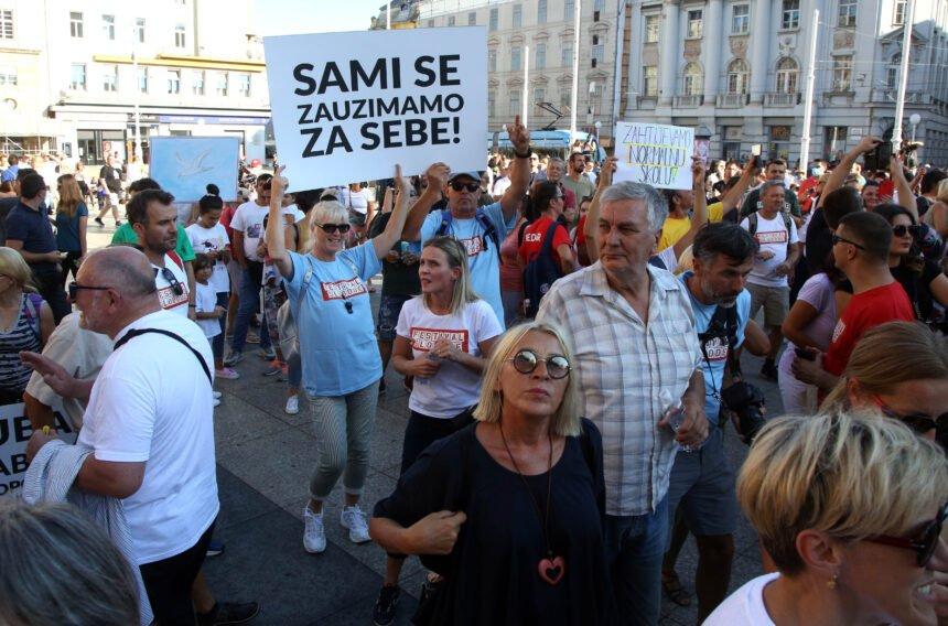 Šprajc objavio u Direktu: Prosvjednici su se razmaknuli da prođe vozilo Hitne pomoći