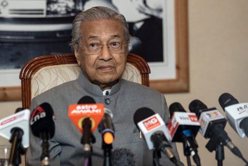 STRAŠNO: Bivši malezijski premijer: Muslimani imaju pravo ubijati Francuze