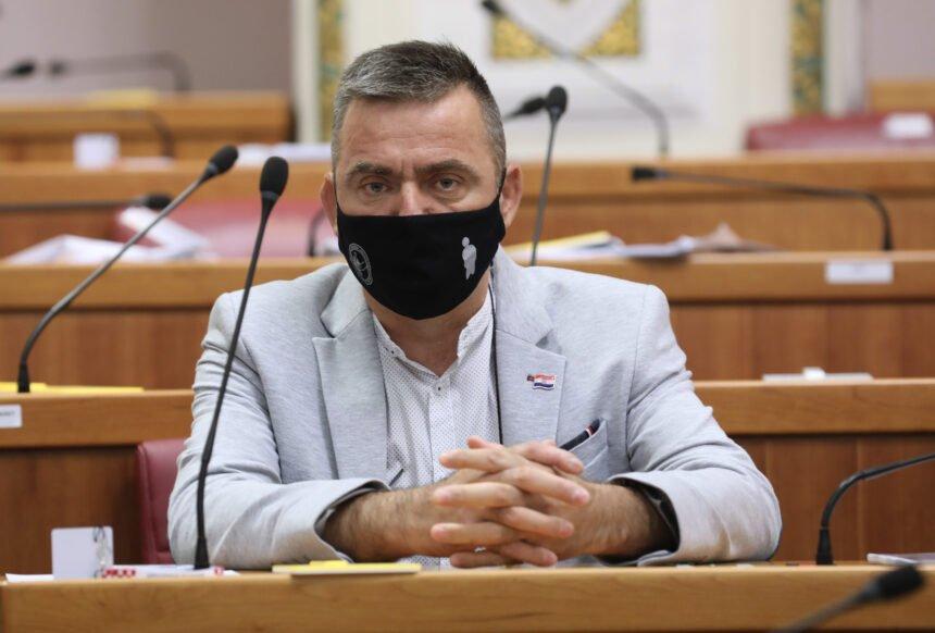 VIDEO: Zastupnik i branitelj Stipo Mlinarić održao emotivan govor o svom zapovjedniku generalu Blagi Zadri
