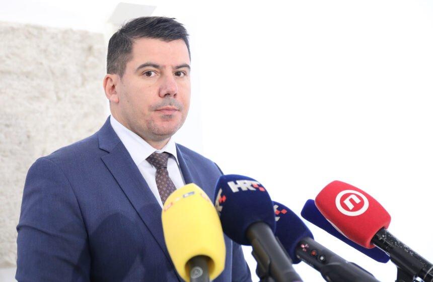Grmoja citirao Milanovića: Ne treba pričati priče da će nas korona sve pokositi