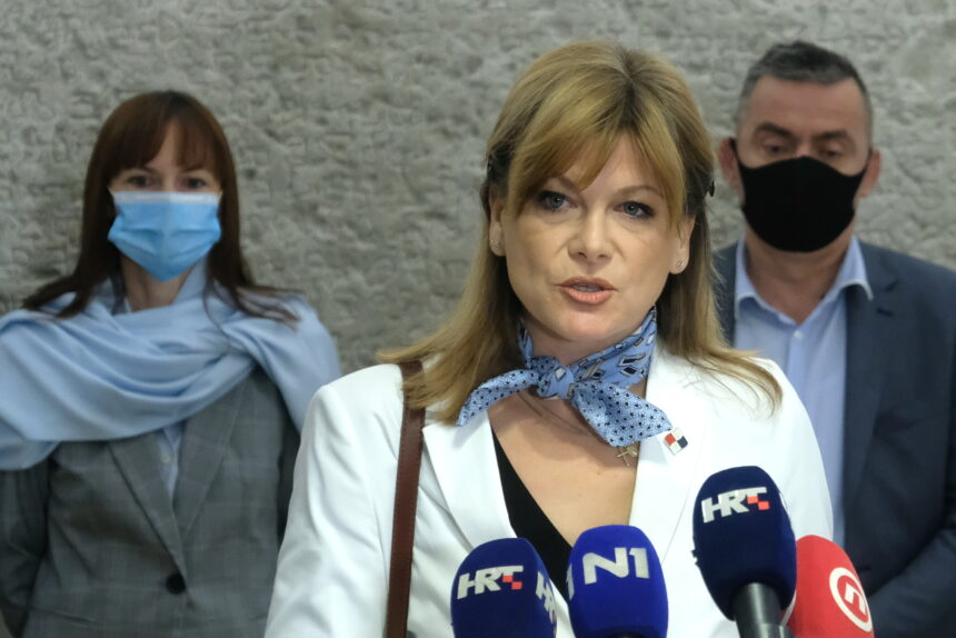 Karolina Vidović Krišto: Hrebak je seksist, meni ne pada na pamet nazvati ga patuljkom