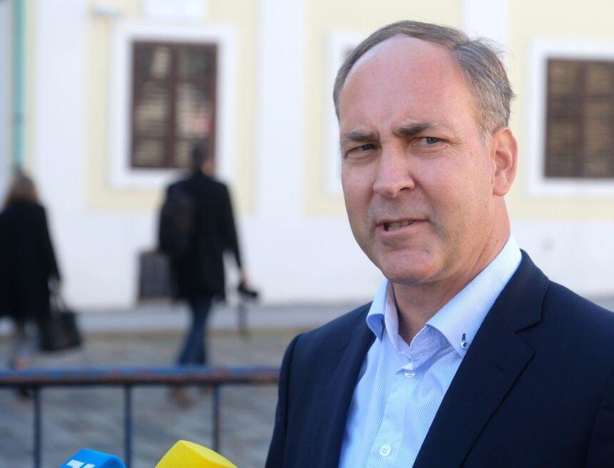 Stjepo Bartulica priznao da financijska situacija u Domovinskom pokretu nije najbolja: Što će biti sa Škorinom sestrom?
