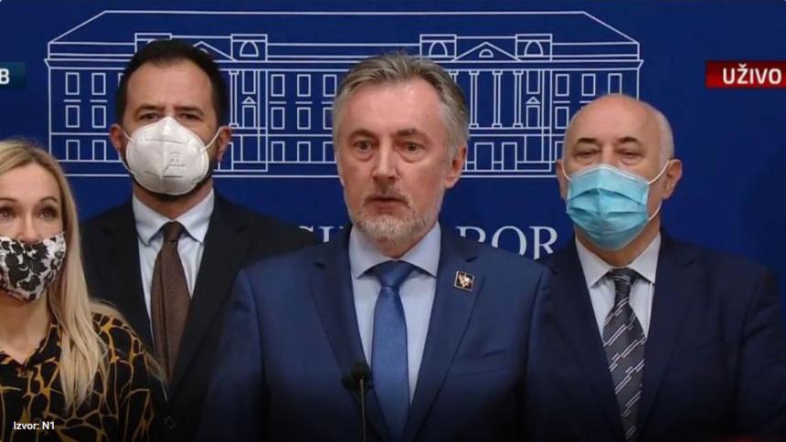 Škoro se ispričao što je bio u HDZ-u pa dodao: Nisu mi ni Šeks, ni Tuđman, ni Plenković pisali pjesme