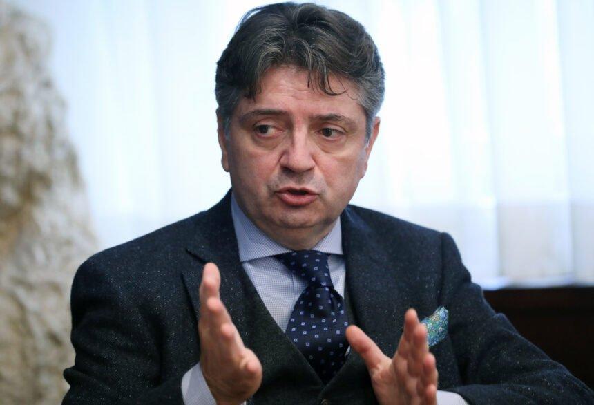 Je li profesor Tešović upravo potvrdio da je oxfordsko cjepivo povezano s abortusima: Evo što je odgovorio Zoranu Šprajcu?