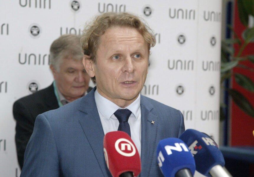 Ivan Đikić traži Capakovu ostavku: Stavio je cjepivo ispod  svoje stražnjice, ponaša se kao lokalni šerif