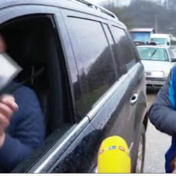 Poznati poduzetnik na licu mjesta dijelio stradalim od potresa po tisuću kuna: To je od svih Hrvata
