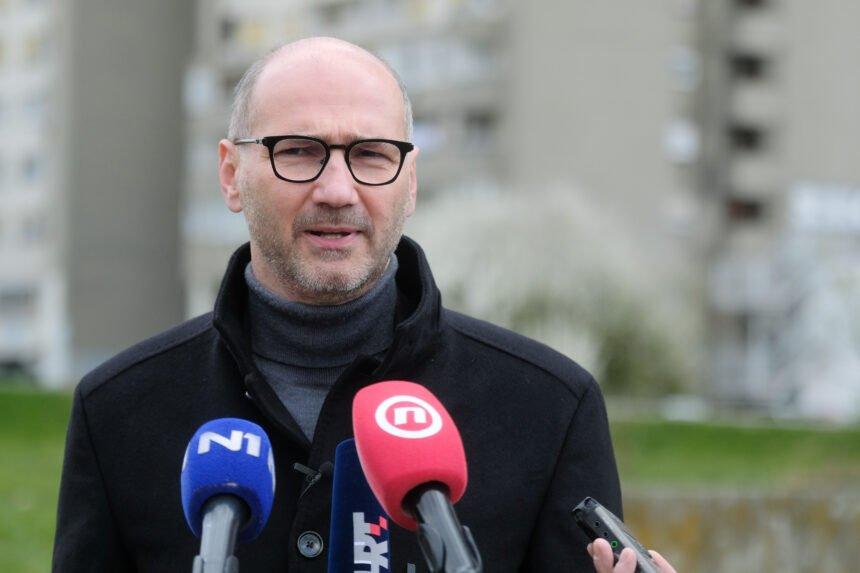 Poznati književnik i ljevičar oštro kritizirao Joška Klisovića: SDP je vojna organizacija, a ne politička stranka