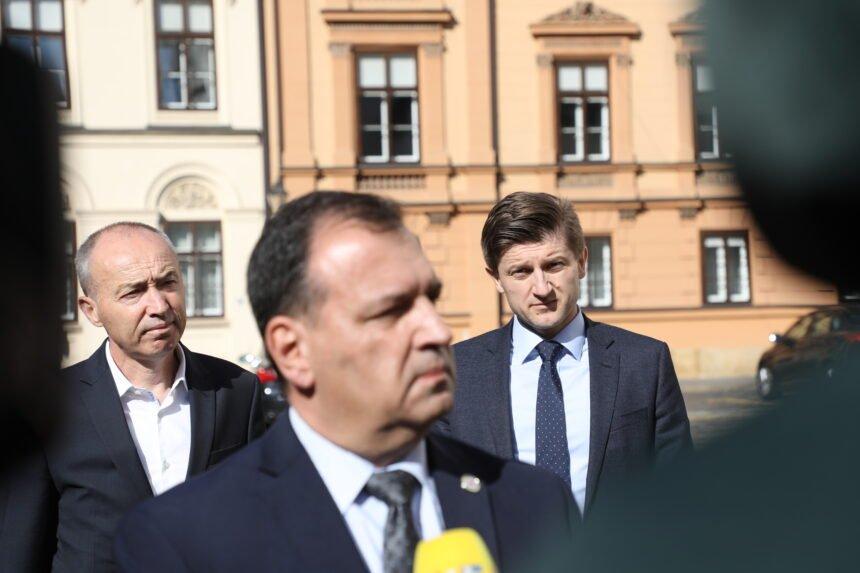 Zašto Zdravko Marić ne želi reći istinu: Vili Beroš je nesposoban ministar koji nikada neće naći rješenje za dugove u zdravstvu
