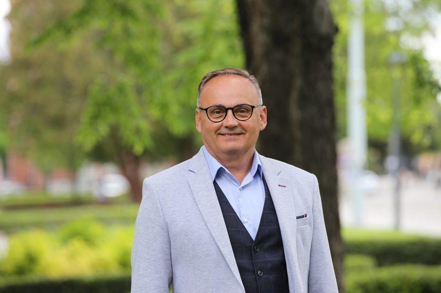 Je li kandidat Domovinskog pokreta i Mosta za gradonačelnika Osijeka član masonske lože?