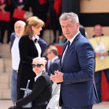 Darko Milinović brzo priskočio u pomoć: Zadarskom nadbiskupu pozlilo u Udbini na misi za žrtve Križnog puta