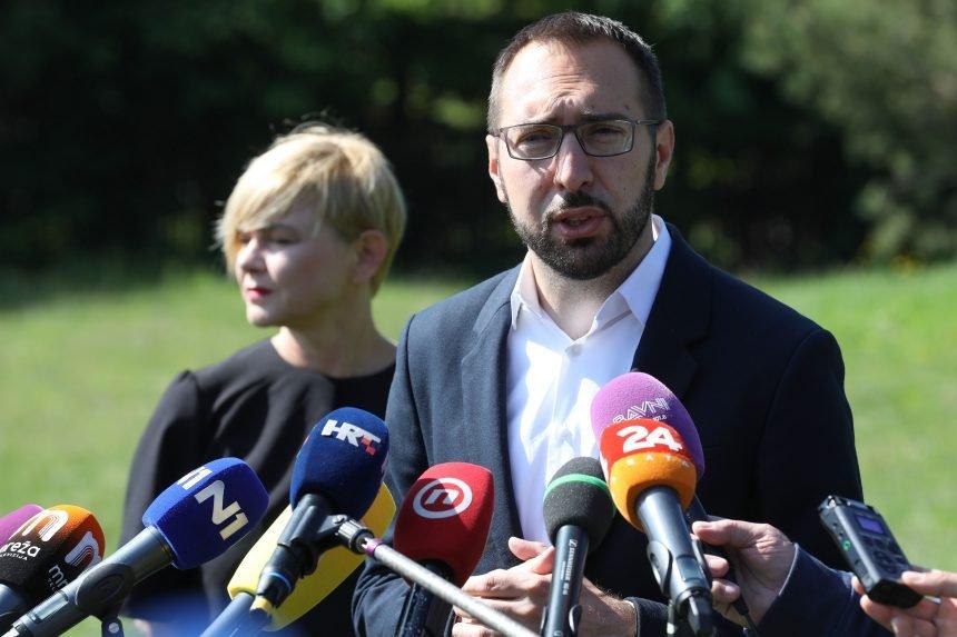 RAME ZA PLAKANJE: Zašto je Sandra Benčić razgovarala s Vukovićem nakon što ga je smijenio Tomašević?