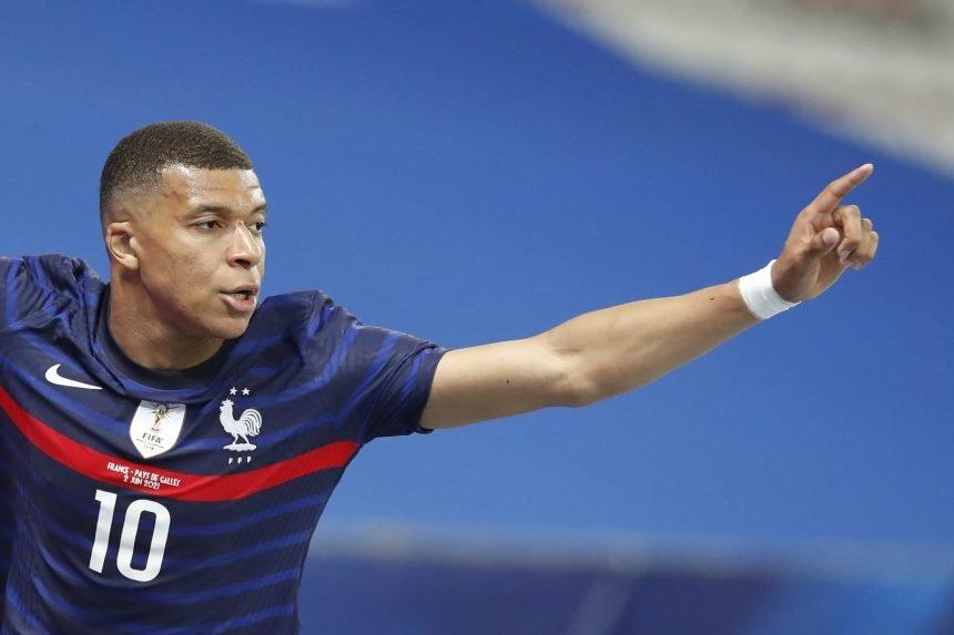 """Nogometaševa majka izazvala skandal: Očitala bukvicu """"arogantnim francuskim zvijezdama"""""""