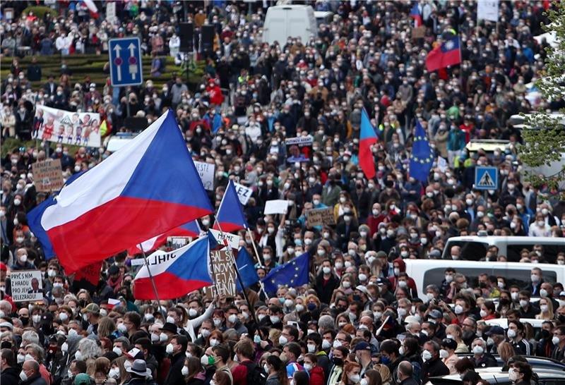 Preživjela češka vlada, komunisti nisu podržali zahtjev za smjenu  desnog Babiša