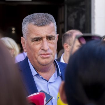 Medijski udar na Miru Bulja: Optužuju ga da je svojim odlukama pospješio širenje zaraze