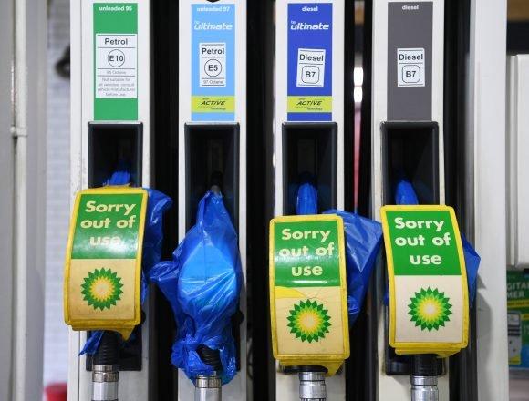 VELIKA BRITANIJA KAO BANANA DRŽAVA: Ljudi se tuku zbog litre benzina